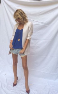 Denim shorts, white blazer and high heels!